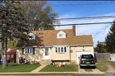 W. Babylon Single Family Home For Sale: 139 Old Farmingdale Rd