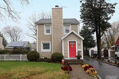 Huntington Sta NY Single Family Home For Sale: $379,000