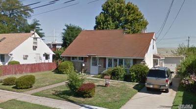 Nassau County Single Family Home For Sale: 24 Essen Pl