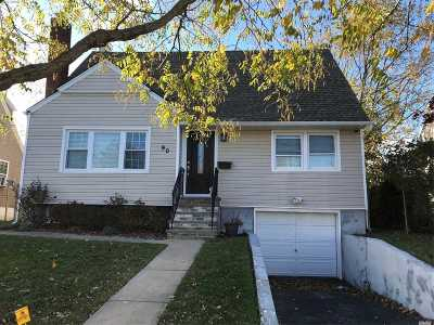Freeport Single Family Home For Sale: 90 Saint Marks Ave