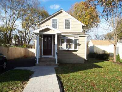 Sayville Single Family Home For Sale: 89 Hiddink St