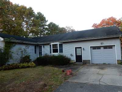 Center Moriches Single Family Home For Sale: 170 Dayton Ave