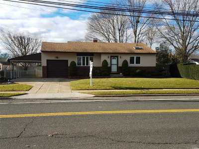 Bay Shore Single Family Home For Sale: 1018 Manor Ln