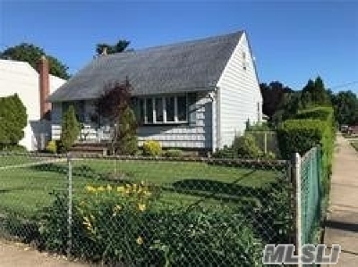 Hicksville Single Family Home For Sale: 43 Malone St