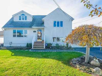 Massapequa Single Family Home For Sale: 52 Harrison Pl