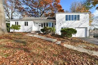 Huntington Sta NY Single Family Home For Sale: $565,000