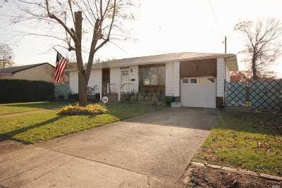 Bay Shore Single Family Home For Sale: 64 Danbury St