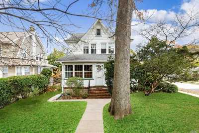 Lynbrook Single Family Home For Sale: 65 Vincent Pl