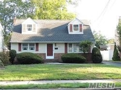 Wantagh Single Family Home For Sale: 3683 Berne Rd