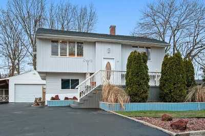 Selden Single Family Home For Sale: 22 Salem Ln
