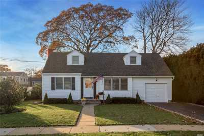 Wantagh Single Family Home For Sale: 2032 Pine St