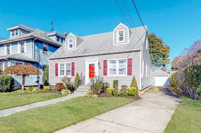 Rockville Centre Single Family Home For Sale: 255 Raymond St