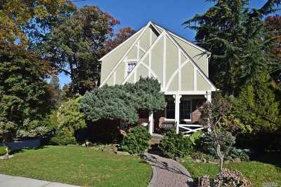 Malverne Single Family Home For Sale: 7 Cedar Rd