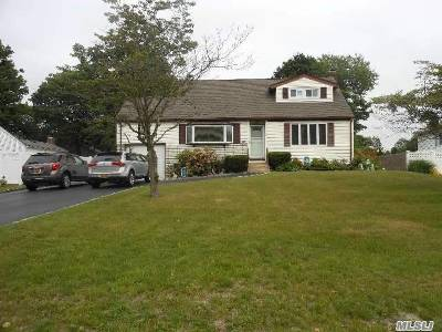 West Islip Single Family Home For Sale: 561 Higbie
