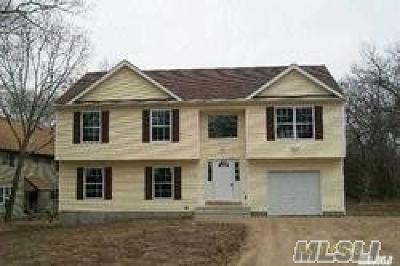 Farmingville Single Family Home For Sale: 128 Morris Ave