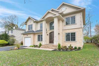 Nassau County Single Family Home For Sale: 69 Argyle Rd