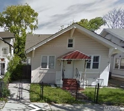 Long Beach NY Single Family Home For Sale: $285,000