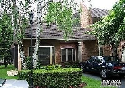 Massapequa Park Condo/Townhouse For Sale: 140 Southgate Cir