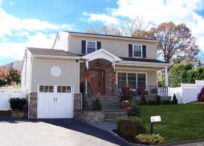 Smithtown Single Family Home For Sale: 8 Hancock St