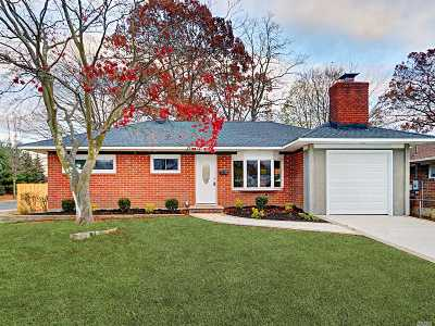 Bay Shore Single Family Home For Sale: 1101 Thompson Dr