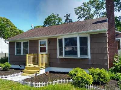 Center Moriches Single Family Home For Sale: 209 Old Neck Rd