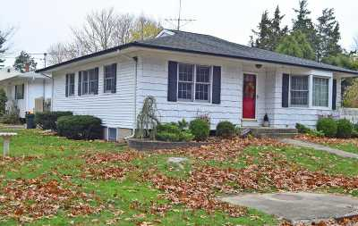 Huntington NY Single Family Home For Sale: $380,000