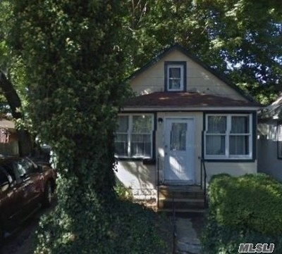 Great Neck Single Family Home For Sale: 7 Allen Ln