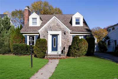 Nassau County Single Family Home For Sale: 187 Fonda Rd
