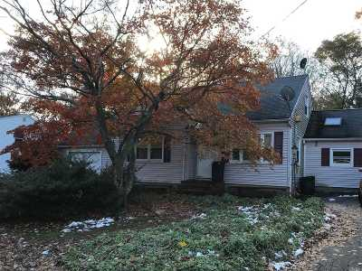 Farmingville Single Family Home For Sale: 28 Leeds Blvd