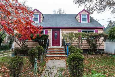 Uniondale Single Family Home For Sale: 871 New St