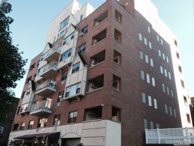 Brooklyn, Astoria, Bayside, Elmhurst, Flushing, Forest Hills, Fresh Meadows, Jackson Heights, Kew Gardens, Long Island City, Middle Village, Rego Park, Ridgewood, Sunnyside, Woodhaven, Woodside Condo/Townhouse For Sale: 83-75 117th St #6E