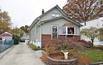 Lynbrook Single Family Home For Sale: 50 Wood St