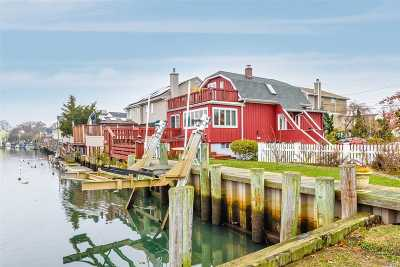 Nassau County Single Family Home For Sale: 24 Arthur St