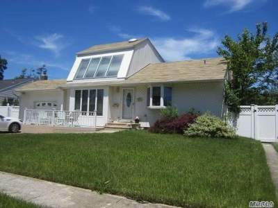 Nassau County Single Family Home For Sale: 23 Jacqueline Rd