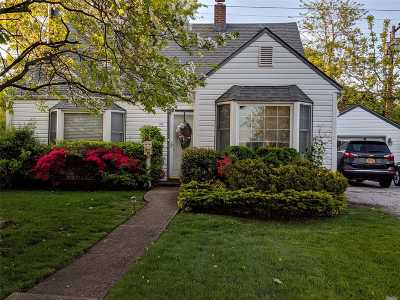 Levittown Single Family Home For Sale: 75 Hickory Ln