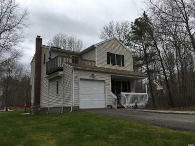 Center Moriches Single Family Home For Sale: 21 Jerusalem Hollow Rd