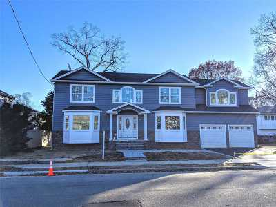 Massapequa Single Family Home For Sale: 46 Parkhill Ave