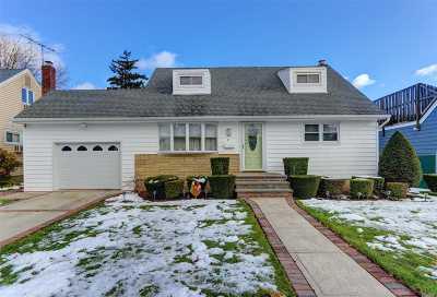 Hicksville Single Family Home For Sale: 61 Cedar St