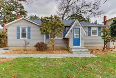 Nassau County Single Family Home For Sale: 33 N Clocks Blvd
