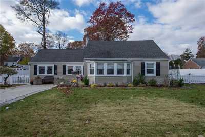 Bay Shore Single Family Home For Sale: 305 Asharoken Blvd