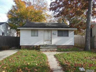Lake Ronkonkoma Single Family Home For Sale: 145 Carroll Ave