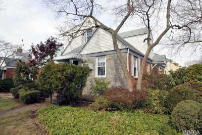 New Hyde Park Single Family Home For Sale: 10 Maple Ct