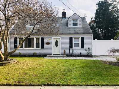 Massapequa Single Family Home For Sale: 520 Riverside Ave