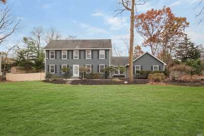 Setauket Single Family Home For Sale: 2 Buckingham Meado Rd