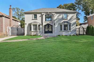 Jamaica Estates Single Family Home For Sale: 81-03 Utopia Pky