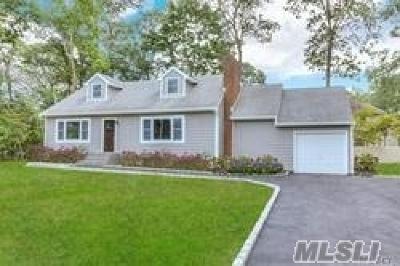 Oakdale Single Family Home For Sale: 117 Connetquot Dr