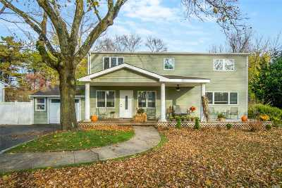 Bay Shore Single Family Home For Sale: 1028 Howells Rd
