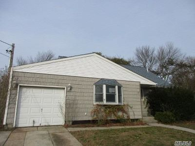 Patchogue Single Family Home For Sale: 118 S Circle Dr