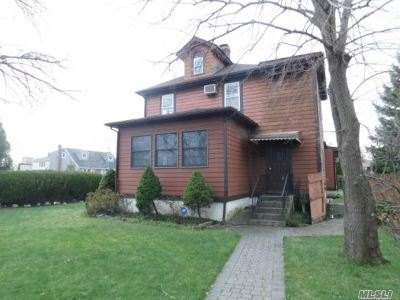 Massapequa Single Family Home For Sale: 113 Pennsylvania Ave