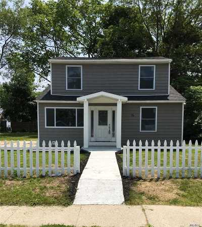 Central Islip  Single Family Home For Sale: 14 E Cherry St